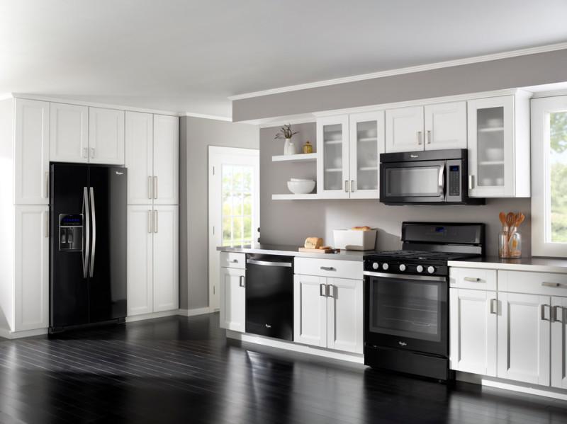 Дизайн кухни с черной техникой фото